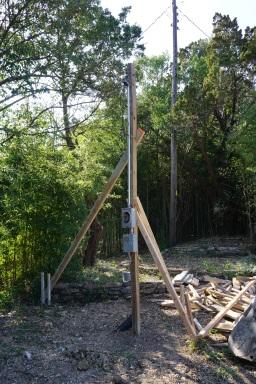 Temp electrical pole